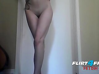 Tatted Fetish Babe Shows Off Legs & Masturbates