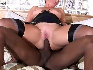White mom fucking a big strapped black dude