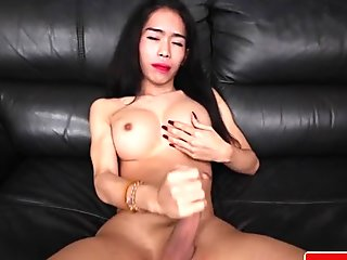 Thai ladyboy wanks off and creams herself