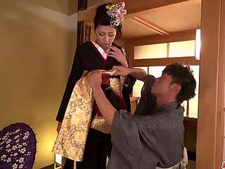 Yuna Shiratori strips - More at Japanesemamas.com