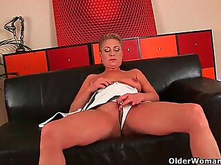 Perverted grannies squirt their pussy juice