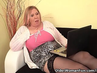euro plus-size cougar Dita works her pussy with fingers and dildo